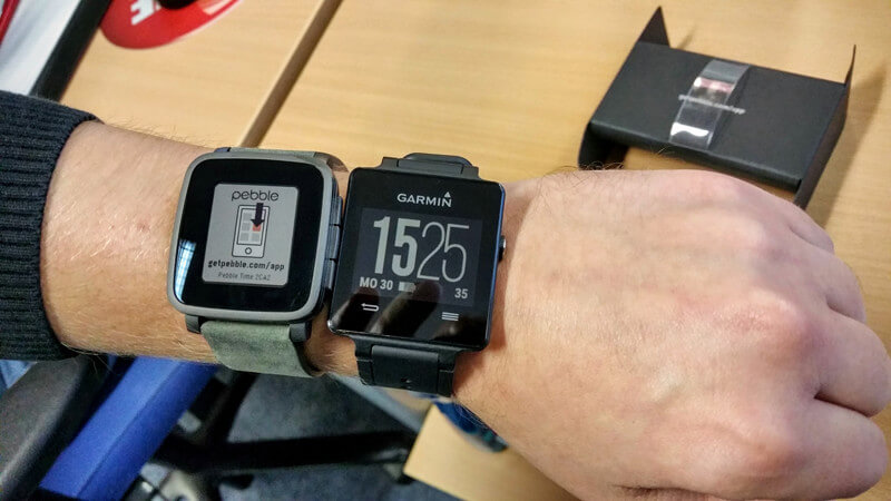 Pebble Time Steel vs Garmin vivoactive im Test