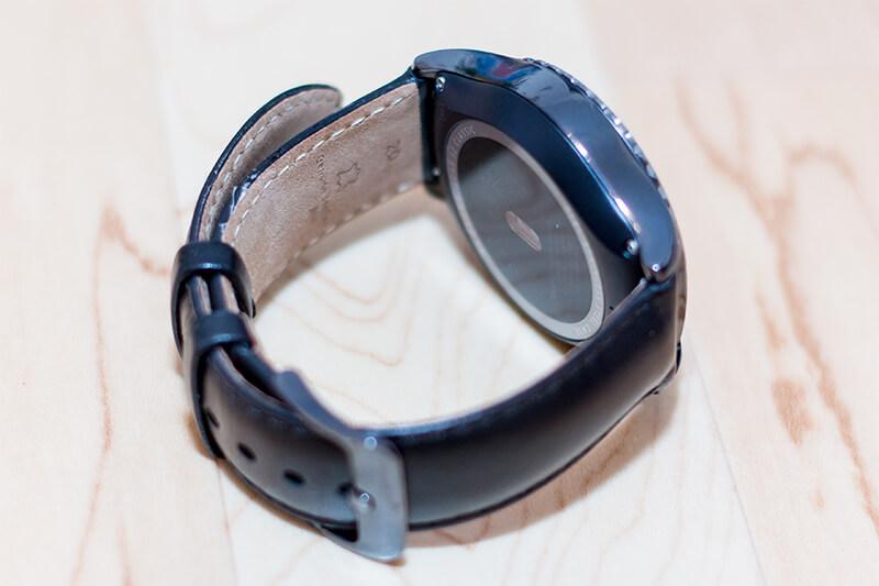 Samsung Gear S2 Classic im Test - Das Lederarmband trägt sich sehr gut