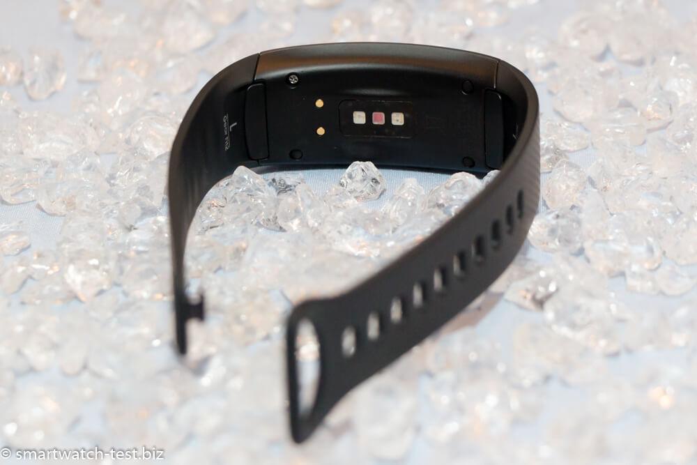 Samsung Gear Fit 2 mit Pulsmesser am Handgelenk