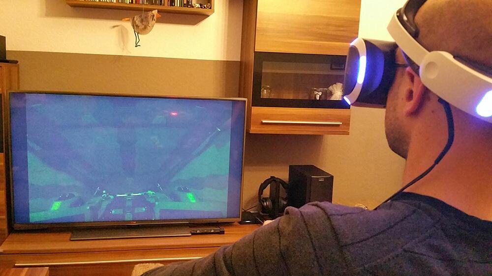 Gaming mit der Playstation VR - Bild auf dem Fernseher