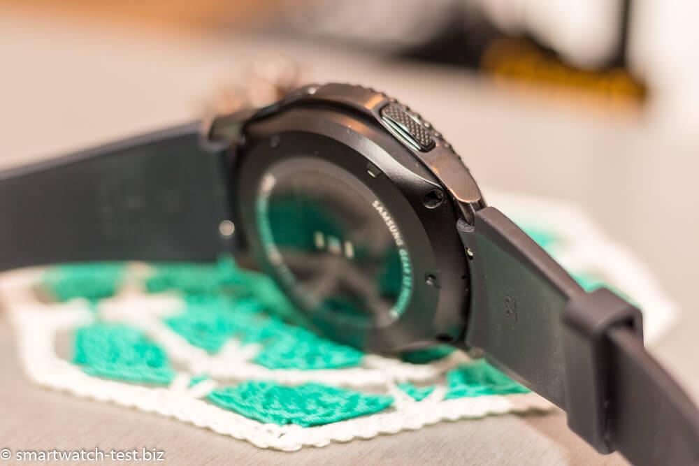 Rückseite der Samsung Gear S3 mit Pulsmesser