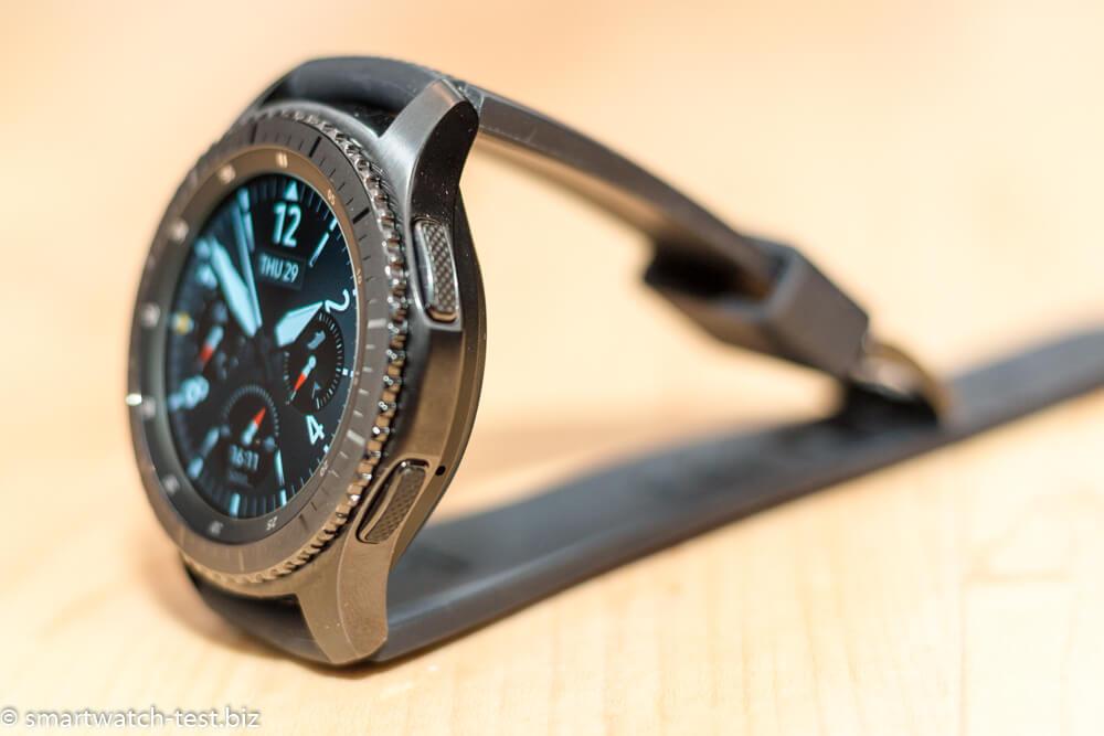 Samsung Gear S3 in der Seitenansicht